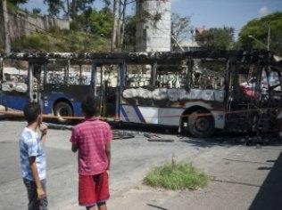 Agência Brasil Ônibus incendiado por criminosos nesta sexta-feira, em São Luís