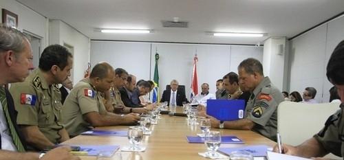 Governador reunido com líderes dos militares (Foto: Agência Alagoas)
