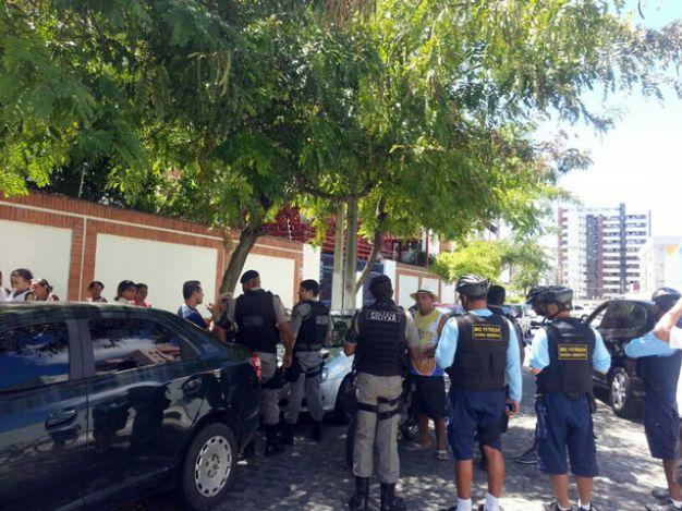 Após assalto, bandido é preso depois de colidir em carro (Foto: Pollyanne Costa)