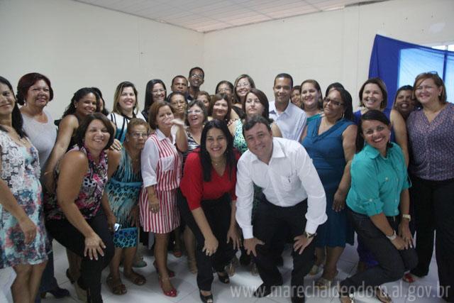 Prefeito Cristiano, Secretária de Educação Flávia Célia e os novos diretores.