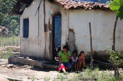 Família precisa agora da ajuda da população para recomeçar a vida. (foto: Sandro Quintela)
