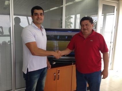 Vereador Jorge Mello ao lado do representante do INSS.