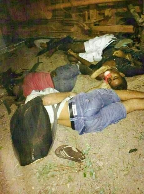 Corpos de algumas das vítimas.