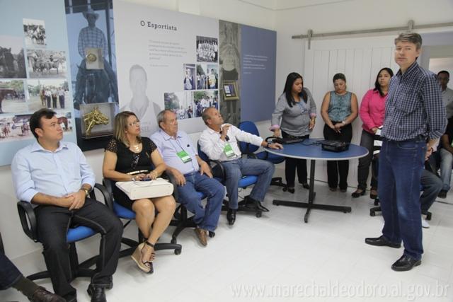 Prefeito Cristiano Matheus, durante visita de cortesia a Porto Belo.