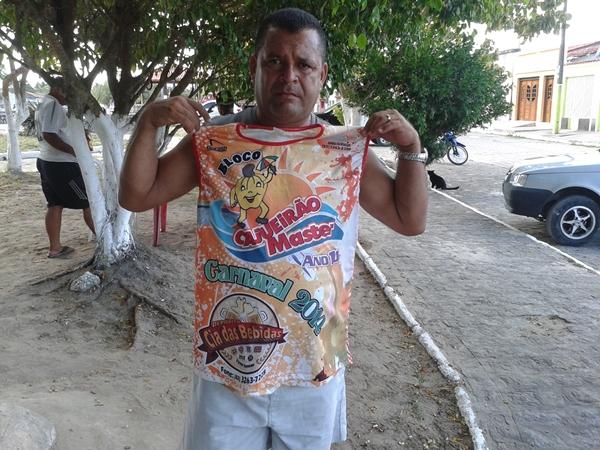 Zé do Mé e a camisa do Cajueirão Master.
