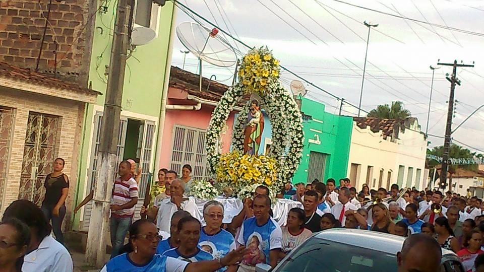 Procissão percorreu as principais ruas da cidade. (foto: Jeanilton)