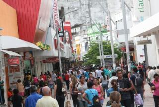 Maioria dos shoppings e supermercados funcionará em seus horários habituais