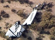 Destroços da aeronave Virgin Galactic, que se acidentou em voo teste nos EUA (KNBC-TV (EUA)/Reuters)
