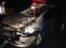 Veículo colidiu contra mureta de proteção.