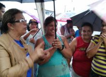 Vice-prefeita professora Iolanda foi pessoalmente conversar com os desabrigados.