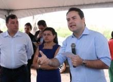 Governador assinou, nesta quarta, ordem de serviço para implantação de rede na área urbana; sistema vai interferir inclusive na despoluição da Lagoa Manguaba.