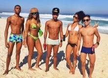ludmilla_curte_praia_com_amigos