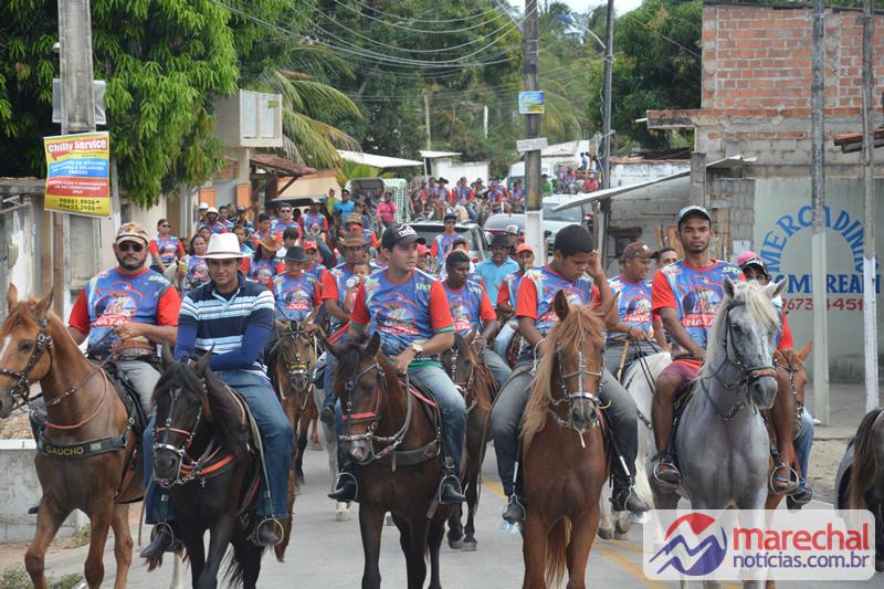 Dezenas de cavaleiros e amazonas seguiram o trajeto que foi da Barra Nova a Massagueira. (Foto: Vítor Lopes)