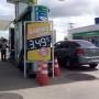 Gasolina em promoção ao preço de R$ 2,49 o litro.