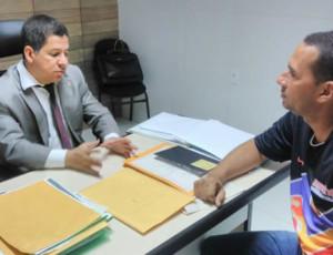 Dr. Sílvio Azevedo explicou as recomendações as representantes dos sites. (Foto: Jailson Maia)