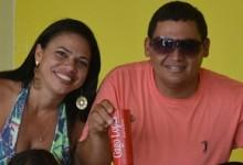 Aniversariante ao lado da esposa Sara. (Foto: Gabriel Monteiro)