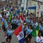 Orla lagunar foi tomada por alunos no desfile de abertura da Flimarzinha. (Foto: Gabriel Santos)