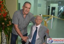 Empresário Mauro Vascocelos, do grupo de hotéis Ponta Verde, ao lado do Maestro Manuel Alves de França. (Foto: Gabriel Santos)
