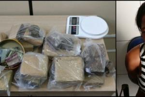 Mulher foi presa com 7 kg de maconha escondidos em casa (Crédito: Reprodução / PC AL)